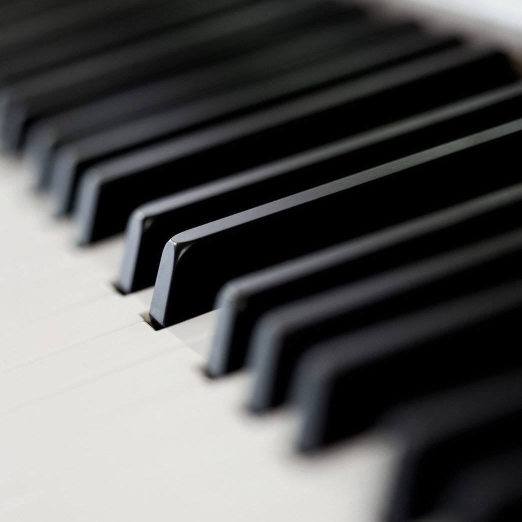 Close up of a grand piano in a music room